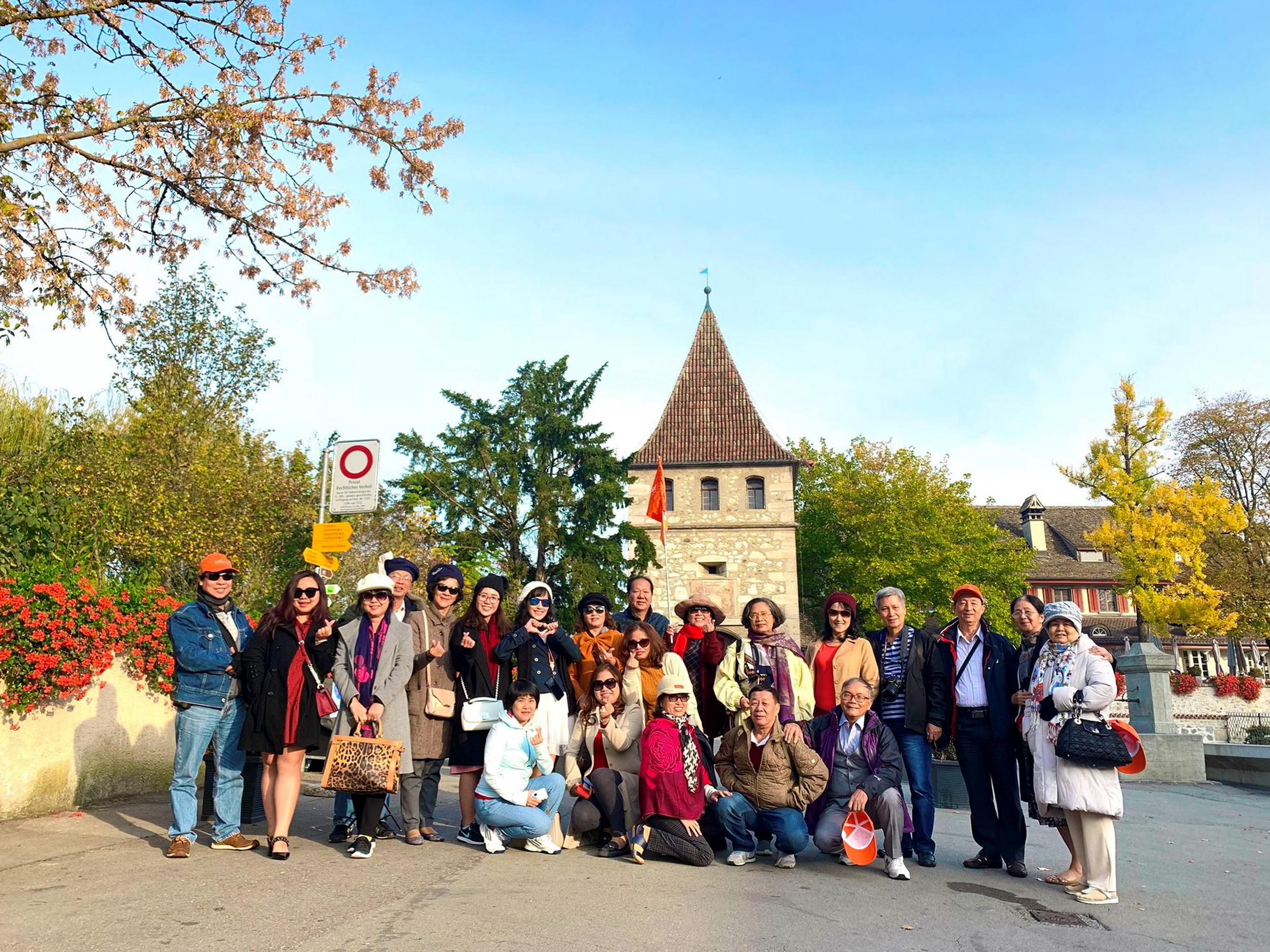Chào mừng 24 năm thành lập TST tourist ưu đãi cực sốc mua tour tặng tour