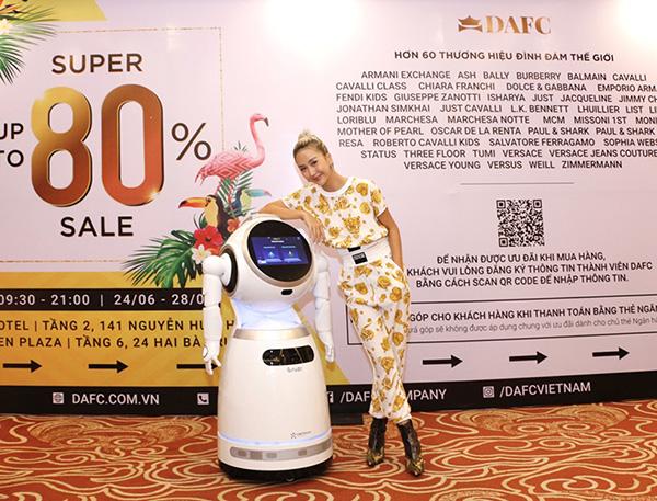 Quỳnh Anh Shyn gợi cảm, cá tính tại DAFC Private Sale