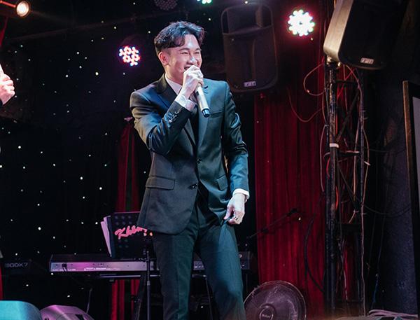 Album mới của Dương Triệu Vũ dù chưa ra mắt vẫn bán được 170 triệu đồng để ủng hộ miền Trung