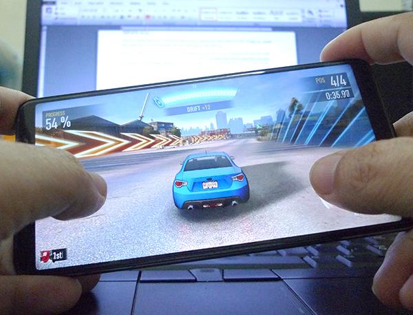 Vivo V7 Plus: Giải trí toàn diện