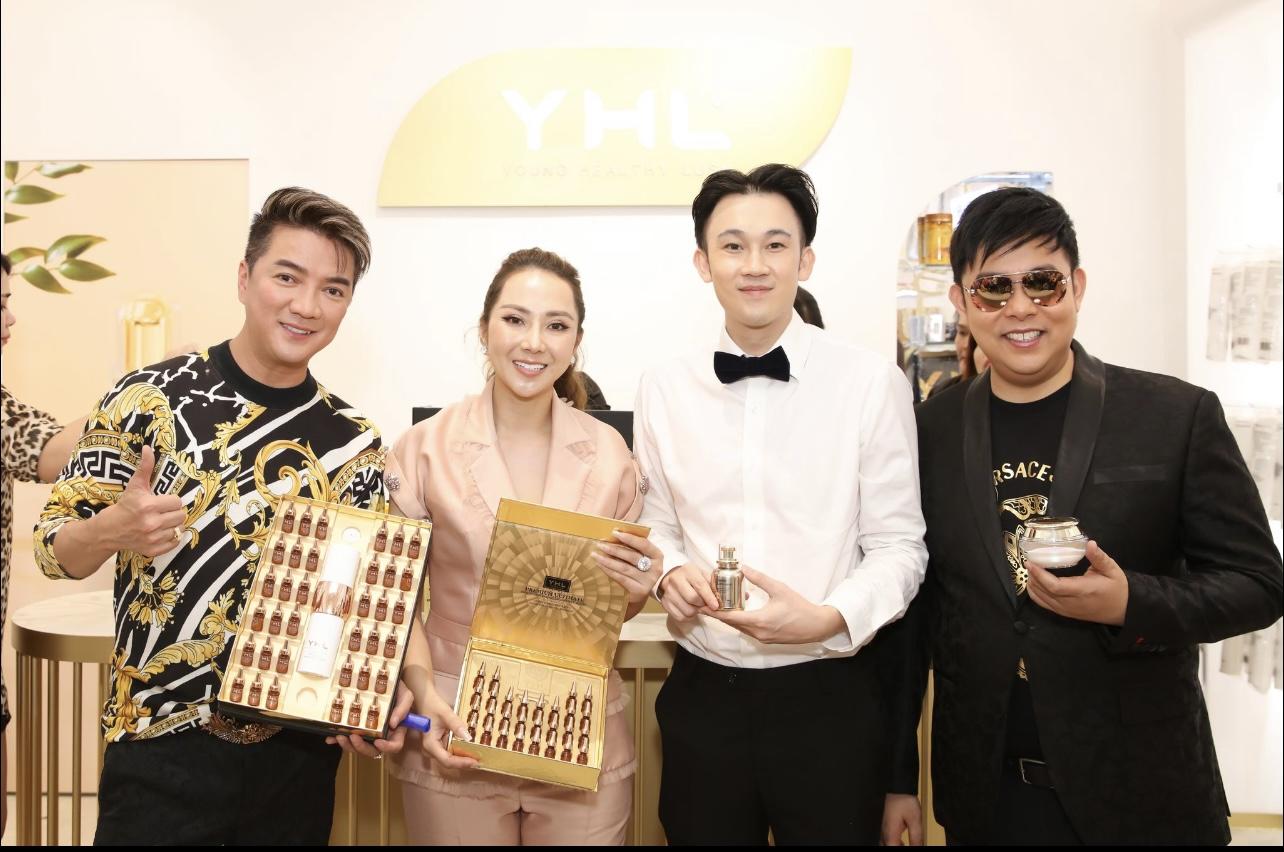 Đàm Vĩnh Hưng, Dương Triệu Vũ và Quang Lê tới chúc mừng em gái Hằng Lê khai trương chi nhánh thứ 12