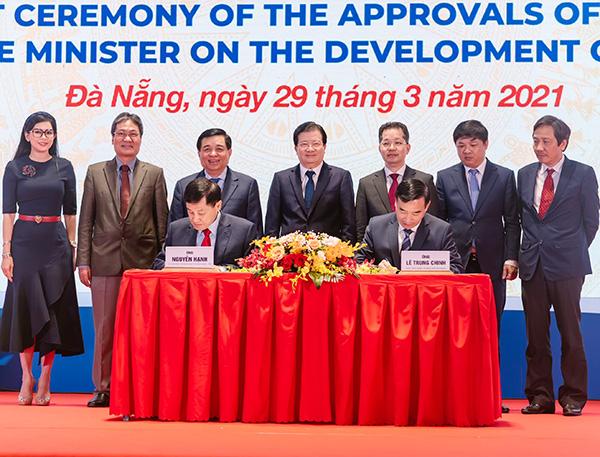 Ông Johnathan Hạnh Nguyễn ký kết tài trợ đề án Trung tâm Tài chính thành phố Đà Nẵng